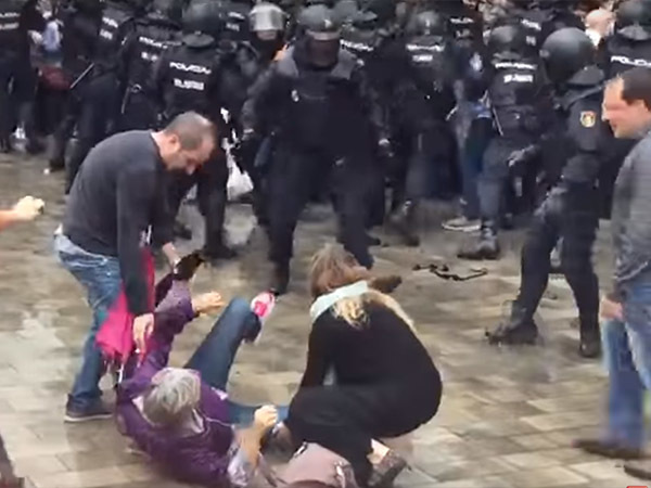 Мэр Барселоны: Во время столкновений из-за референдума пострадали 460 человек