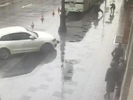 На Лиговском карманник, украв вещи у китайцев, оказался в руках у ГИБДД