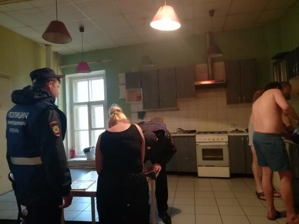 """Две тысячи """"мертвых душ"""" мигрантов нашли в трех гостиницах Петербурга"""