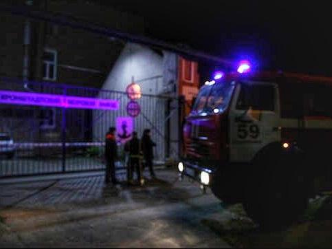 Охрана Кронштадтского завода не пускала спасателей к горящему буксиру
