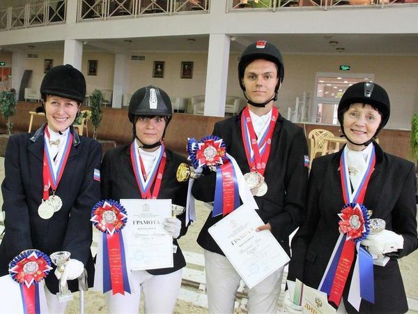 Петербургским конникам с инвалидностью требуется помощь