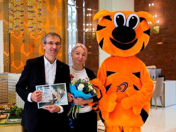 В Группе «Эталон» поздравили 7000-го покупателя с начала 2017 года