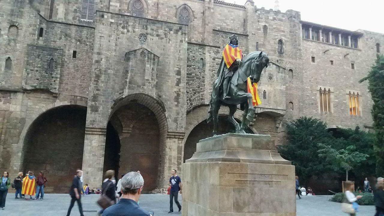 Памятник Рамону Беренгеру III, правителю Барселоны и Жироны в XI-XII вв.