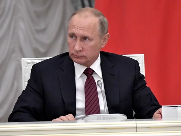 Путин — Фурсенко: Молодец, Сергей. Истинно русская игра — футбол, а за «Зенит» 8  иностранцев играют