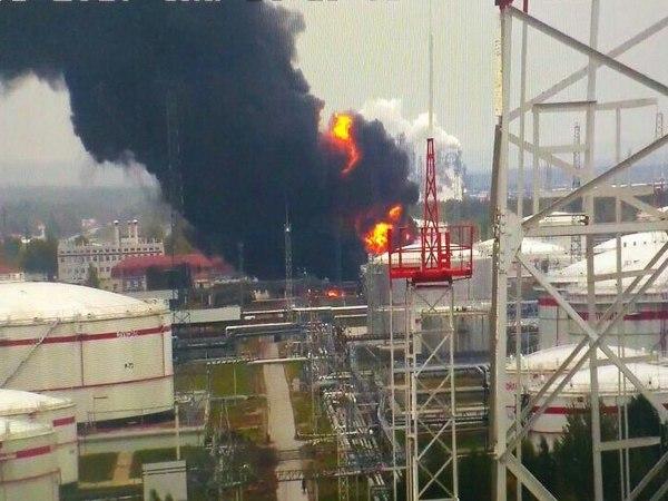 На заводе «ЛУКОЙЛ» в Нижнем Новгороде взрываются резервуары с топливом
