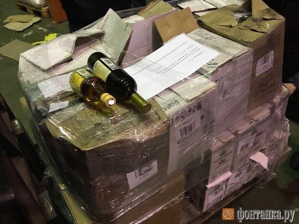 Росалкоголь и полиция вывезли из Красногвардейского района 50 тысяч бутылок с вином и коньяком
