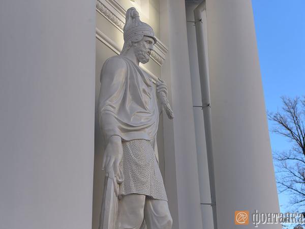 Старый воин вернулся на свой пост у Аничкова дворца