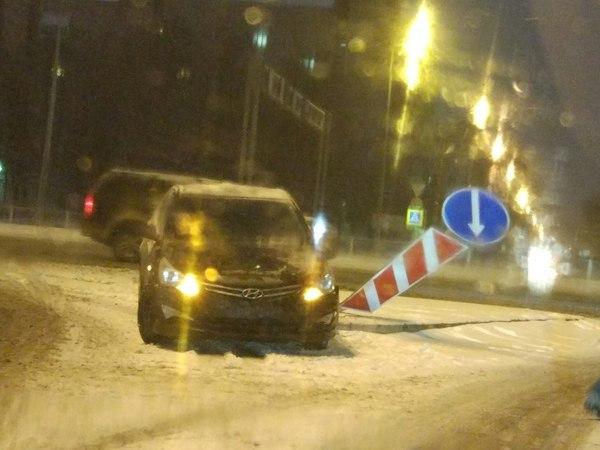 В Петербурге снег и «день жестянщика»
