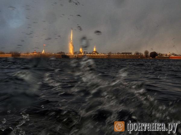 Дамбу открывают: захода в Петербург ждут 14 судов