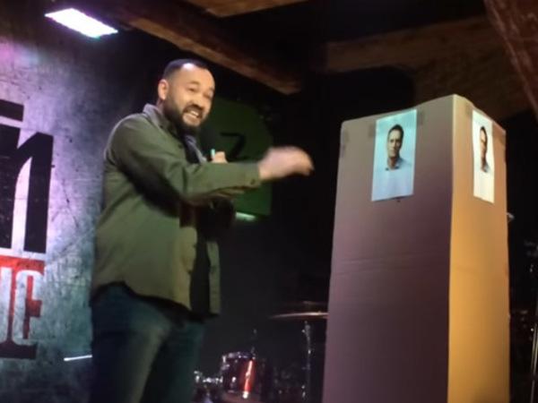 «Друзья, я не поэт, я депутат»: текст рэпа, прочитанного единороссом Анохиным картонной коробке