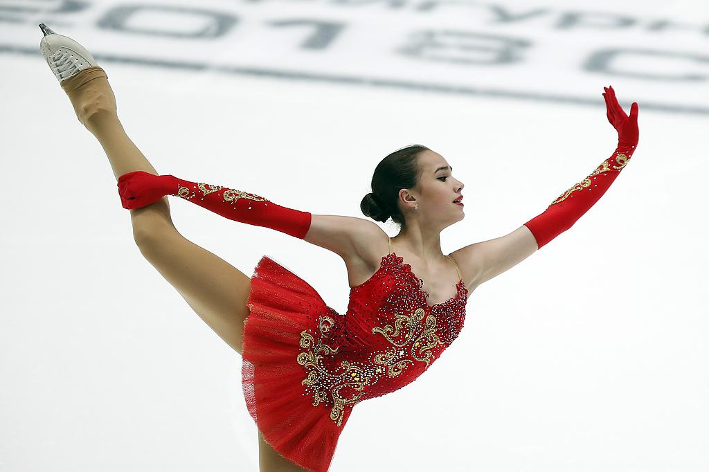 Алина Загитова во время выступления с произвольной программой в женском одиночном катании на Чемпионате России