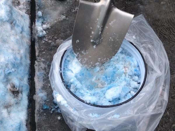 Росприроднадзор кроме синего снега нашёл на Петроградской еще и фиолетовый