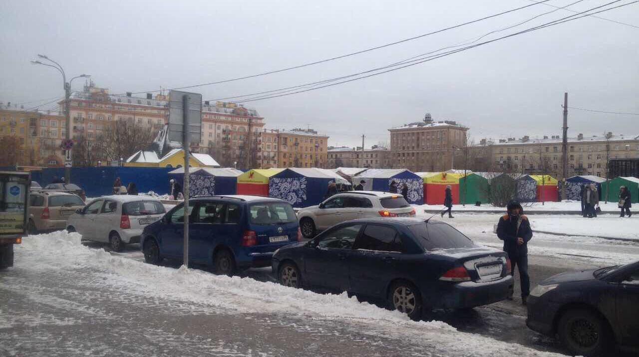 """Ярмарка у метро """"Ломоносовская"""""""