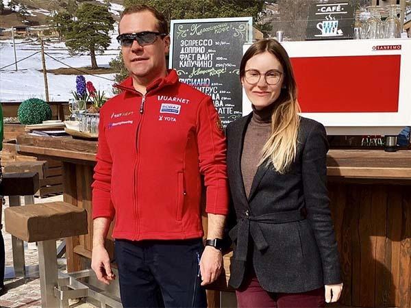 Дмитрия Медведева, которого «не уберегли», нашли на курорте в Сочи