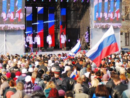 В Крыму и без Путина радостно празднуют