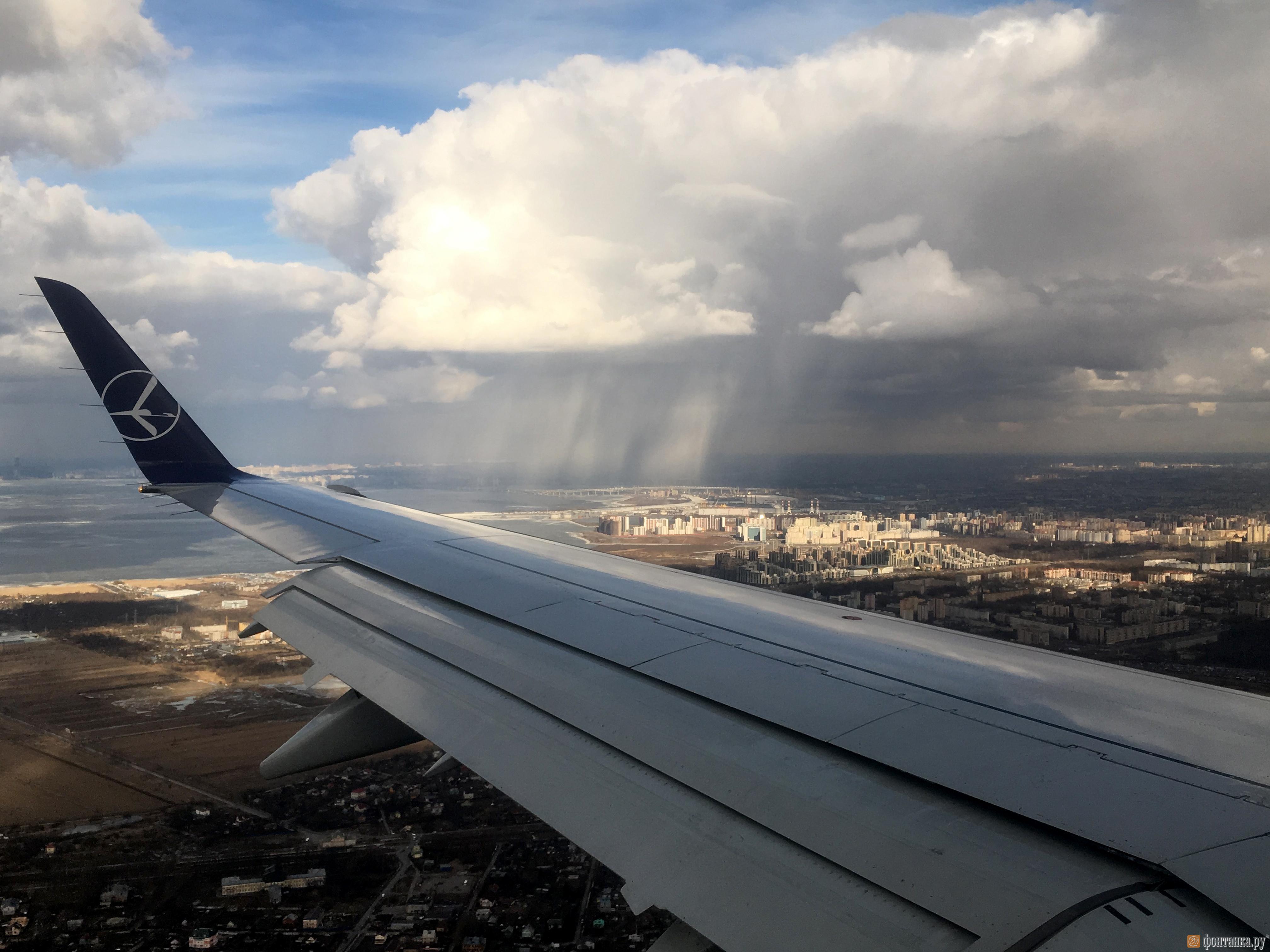 Погода разделила небо над Петербургом на темную и светлую сторону (Иллюстрация 3 из 3) (Фото: Максим Кияев)