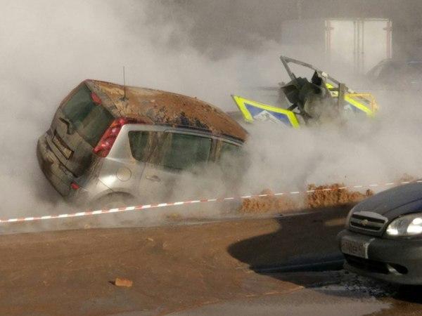 Улицу Сикейроса перекрыли из-за разлива кипятка