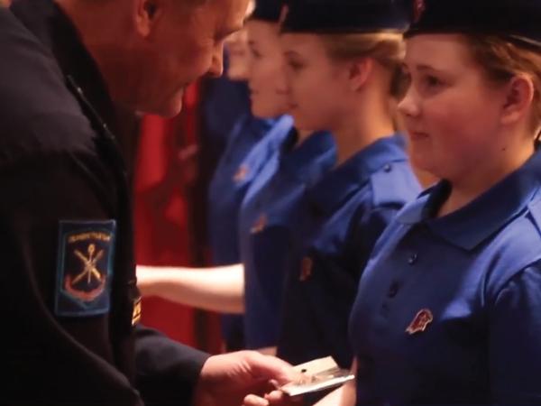Всегда готов: петербургских школьников приняли в Юнармию