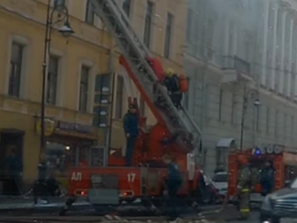 Спасение женщины в пожаре на Литейном попало на видео