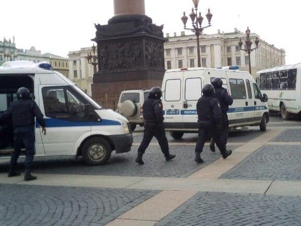 На Дворцовой задерживают участников «Свободного шествия»
