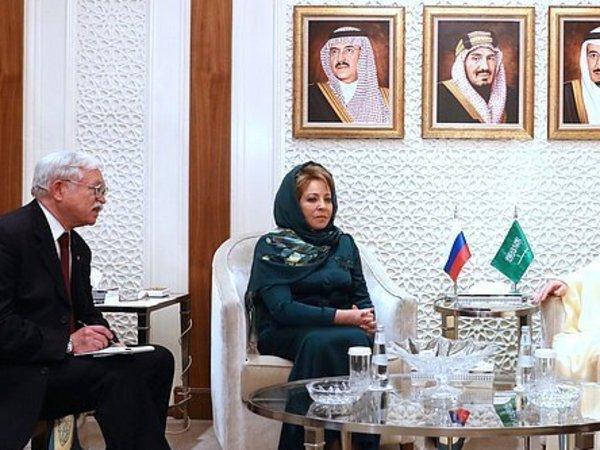 На переговорах с саудовским королем Матвиенко помогла одежда