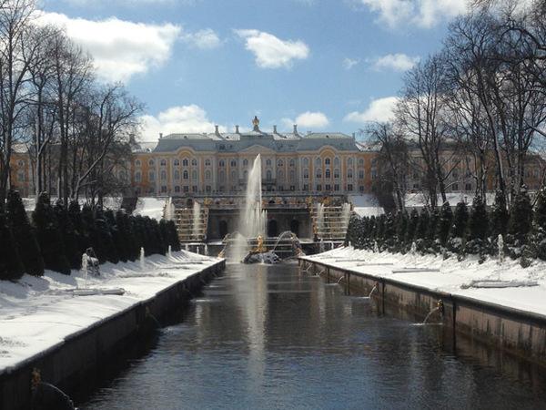 Запуск фонтанов Петергофа в снегопад не повредил оборудованию