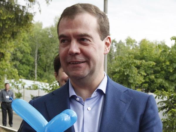 """Рейтинг сдувается: Как """"Левада-Центр"""" Медведева расстроил"""