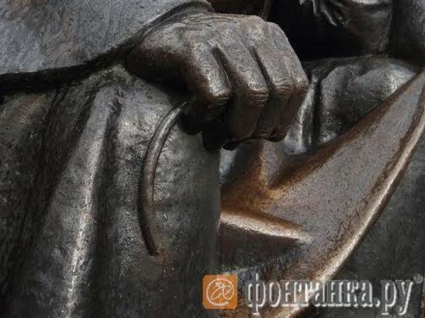В Петербурге у апостола Петра украли ключи рая