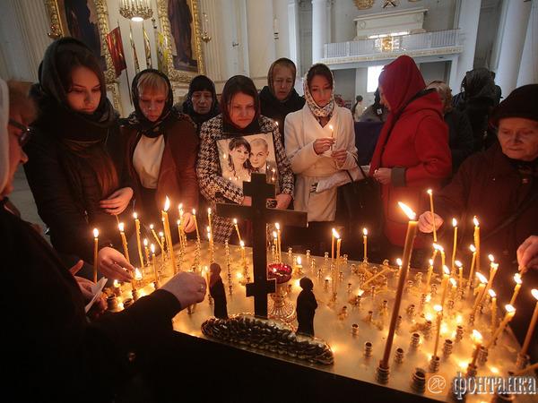 В Троице-Измайловском соборе прошла панихида по погибшим в метро Петербурга