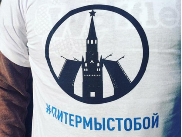 Более 10 тысяч человек собрались в центре Москвы почтить память погибших в Петербурге