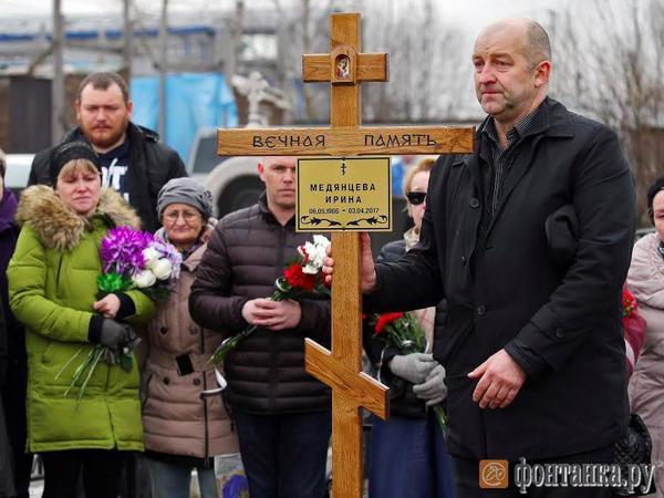 Погибшую при взрыве в метро художницу Медянцеву похоронили в Ленобласти