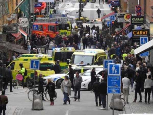 СМИ: В Стокгольме в результате наезда грузовика есть погибшие