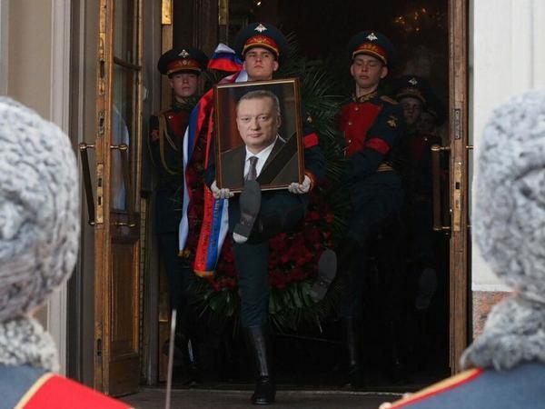 В Петербурге простились с сенатором Тюльпановым