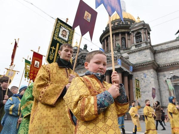 РПЦ насчитала 8 тысяч на крестном ходе вокруг Исаакия