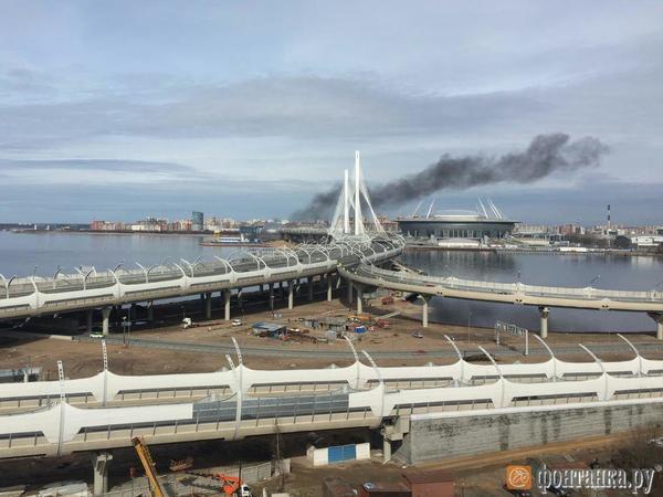 На Крестовском тушат пожар