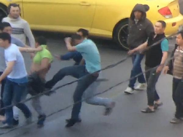 Дерущихся мигрантов на Парнасе разнимала полиция