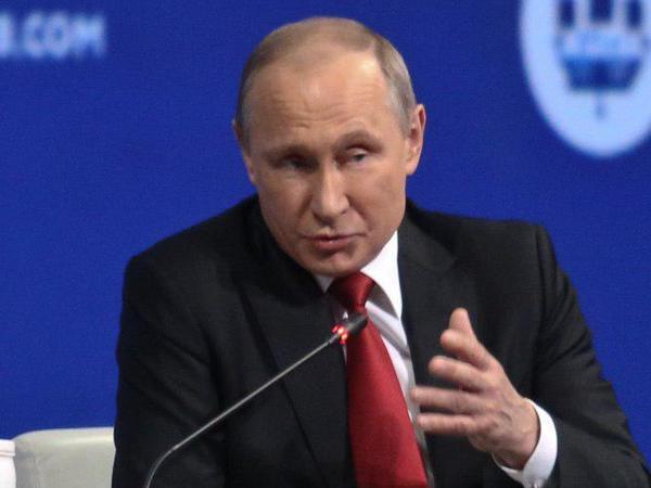 Путина спросили, почему в России живут бедные люди