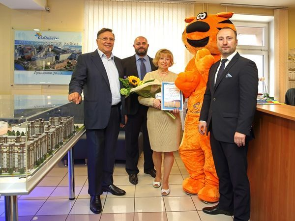 В Группе «Эталон» поздравили 4000-го покупателя с начала 2017 года