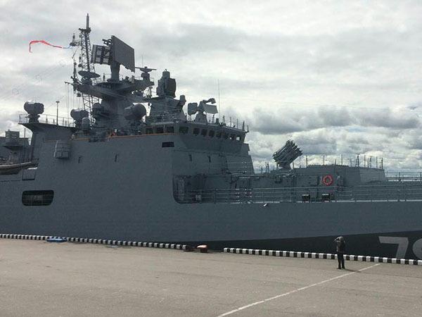 Боевые корабли пришли в Петербург на Военно-морской салон