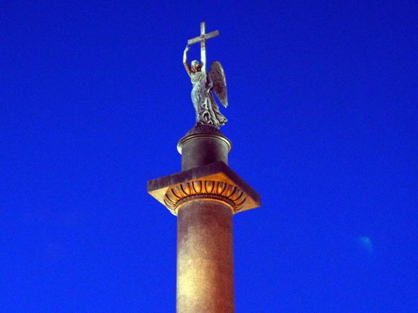 Ангела на Александровской колонне осветили диодами - в 10 раз ярче