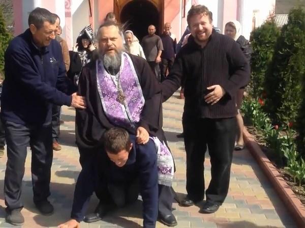 """Как РПЦ помогает """"изгонять бесов"""""""