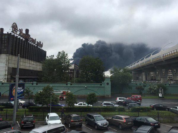 Пожар на Кировском тушат по третьему номеру сложности
