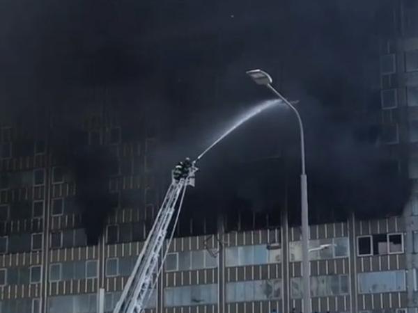 На Новом Арбате горит высотка