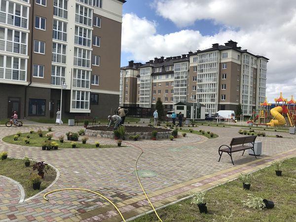 В ЖК «Город мастеров» прошел субботник по озеленению территории