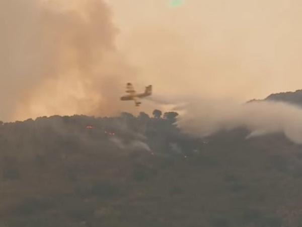 Лесные пожары на Балканах подбираются к курортам