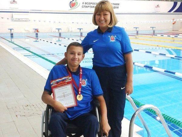 Пловцу с инвалидностью необходима новая коляска