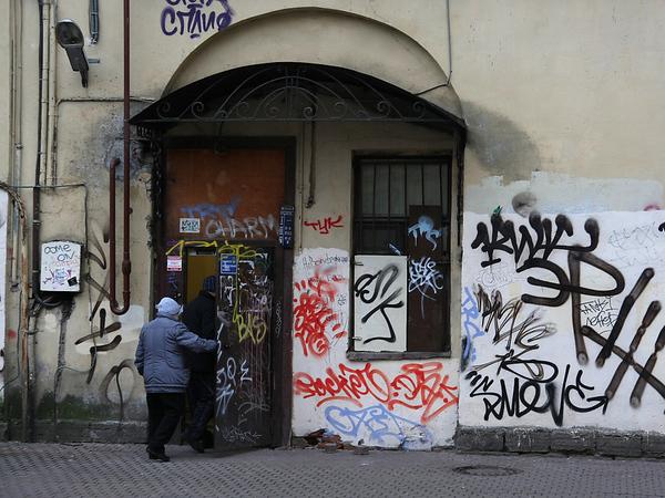 Почему двери и окна - главный кошмар центра Петербурга