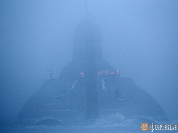 «Дмитрий Донской» спрятался в петербургском тумане