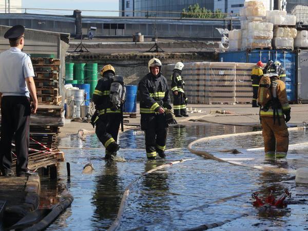 Пожар в ангаре с химреагентами в Невском районе локализован, превышена ПДК