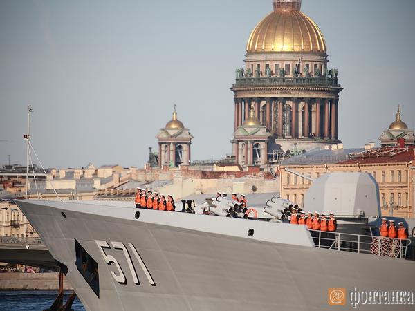 Китайские военные корабли впервые вошли в Неву